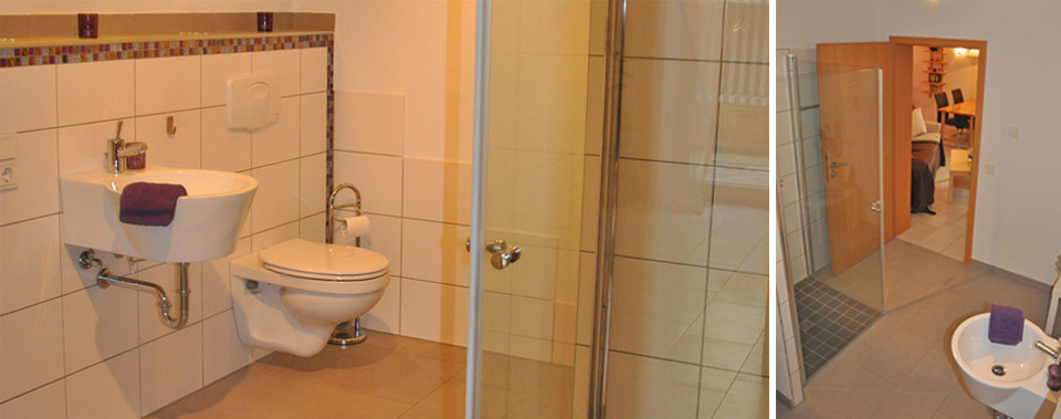 Badezimmer mit ebenerdiger Glasdusche